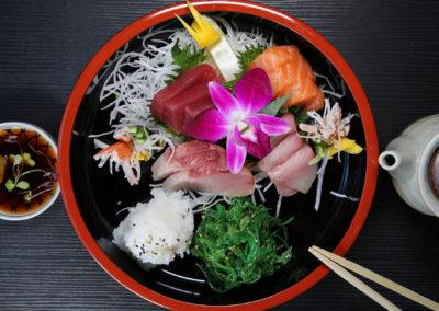 Chirashi (Assorted Sashimi, Seaweed Salad, Sushi Rice)